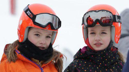 La Princesa Leonor y la Infanta Sofía disfrutan de la nieve en el Pirineo Aragonés