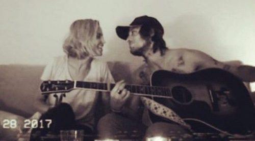 Ana Fernández y Adrián Roma cantan al amor: