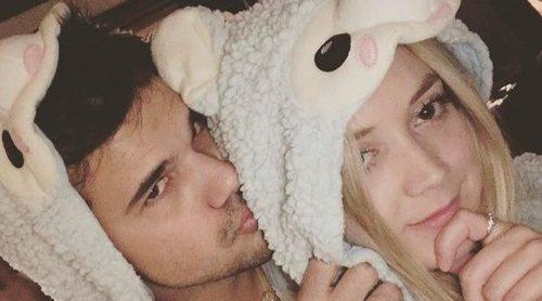 La divertida celebración de cumpleaños de Taylor Lautner junto a su novia Billie Lourd