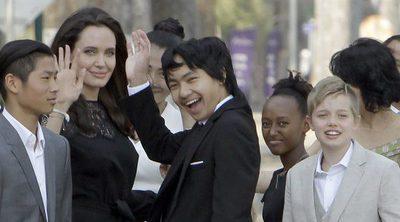 Angelina Jolie reaparece arropada por sus seis hijos en Camboya tras el divorcio de Brad Pitt