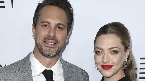 Amanda Seyfried presume de embarazo y de su prometido Thomas Sadoski en Los Ángeles