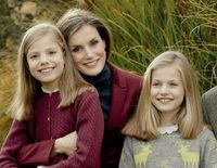 Los Reyes Felipe y Letizia, la Princesa Leonor y la Infanta Sofía, pillados de vacaciones en Suiza