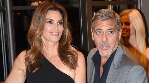 Cindy Crawford felicita de una manera muy graciosa la paternidad a su gran amigo George Clooney