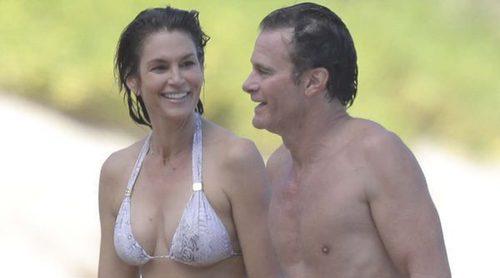 Cindy Crawford disfruta de una jornada playera junto a su marido Rande Gerber en San Bartolomé