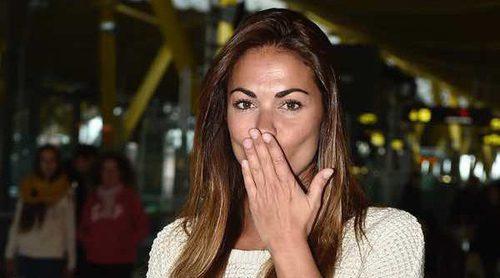 Lara Álvarez pone rumbo a 'Supervivientes 2017': así ha sido su adiós en el aeropuerto