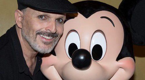 Miguel Bosé publica la primera foto con sus cuatro hijos en Disneyland