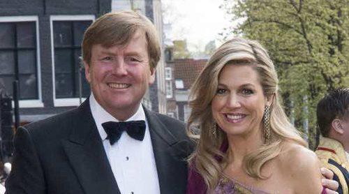 Máxima de Holanda, la más entregada en la cena de gala por el 50 cumpleaños del Rey Guillermo de Holanda