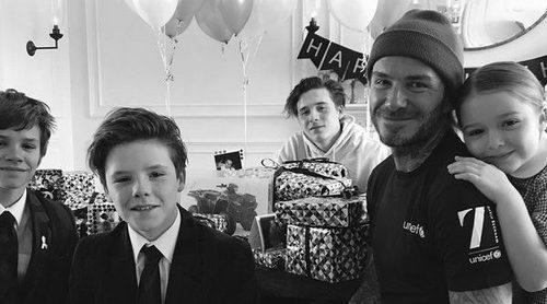 Los Beckham felicitan a David por su 42 cumpleaños