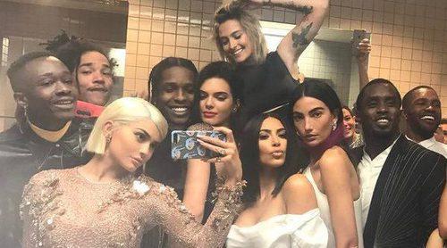 Kylie Jenner se opone a Anna Wintour con un selfie de récord durante la ceremonia del MET 2017