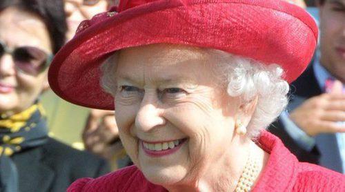 La Reina Isabel II convoca de urgencia a todo el personal de Buckingham Palace para un anuncio urgente