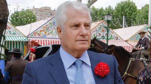 El Duque de Alba disfruta de la Feria de Abril acompañado de una atractiva italiana