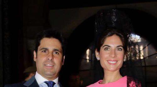Fran Rivera y Lourdes Montes juran bandera en Sevilla: así han gritado 'Viva España'