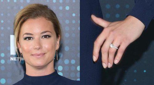 Emily VanCamp ya luce anillo de compromiso tras anunciar su boda con Josh Bowman