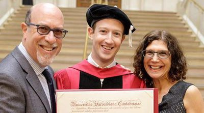 Mark Zuckerberg acude a la Universidad de Harvard para graduarse 15 años después de abandonar la carrera