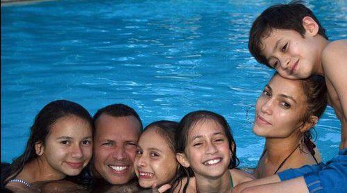 Jennifer Lopez publica su foto más familiar junto a Alex Rodriguez y sus hijos