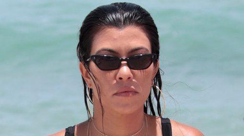 Kourtney Kardashian disfruta junto a sus tres hijos de una jornada playera en Miami