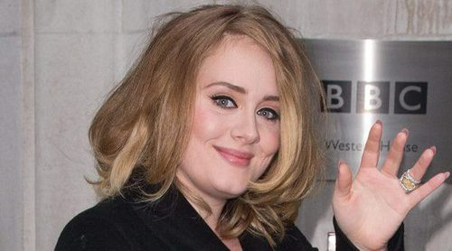 Adele, muy afectada apoyando a las víctimas del incendio en la torre Grenfell de Londres