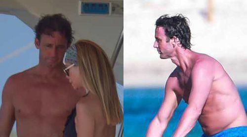 Álvaro Muñoz Escassi disfruta de su recién estrenada soltería en Ibiza con Lara Dibildos