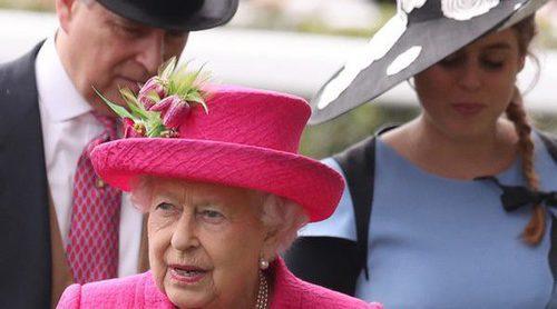 El Duque de York y sus hijas se hacen un hueco en Ascot ante la ausencia del Príncipe Carlos y los Duques de Cambridge