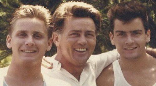Los hermanos Sheen-Estévez: un parentesco desconocido, un padre reconocido y unos escándalos más que conocidos