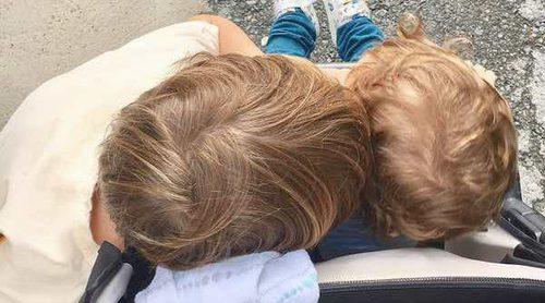 Sara Carbonero presume de sus rubitos Martín y Lucas de vuelta a casa tras sus vacaciones en Menorca