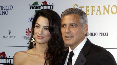 Los primeros paseos de George Clooney y Amal Alamuddin con sus mellizos
