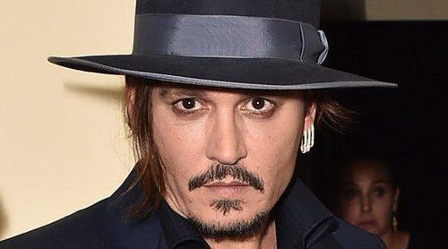 Johnny Depp le compra el lujoso sillón de las Kardashian a su hija Lily-Rose Depp
