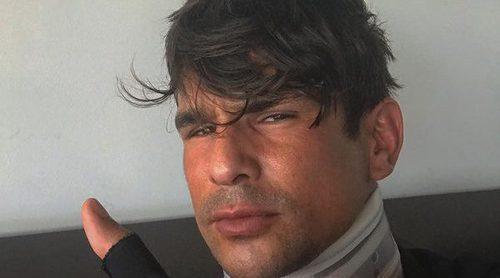 José María Manzanares posa con collarín tras su operación de cervicales