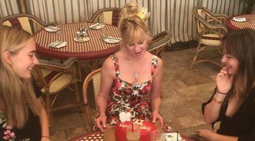 Melanie Griffith celebra su cumpleaños muy bien acompañada