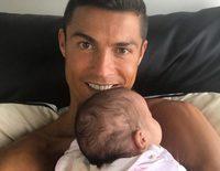 Cristiano Ronaldo, 'bendecido' y muy feliz con la pequeña Eva