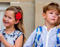 Vicente y Josefina de Dinamarca en su primer día de colegio: de las lágrimas de él a la alegría de ella