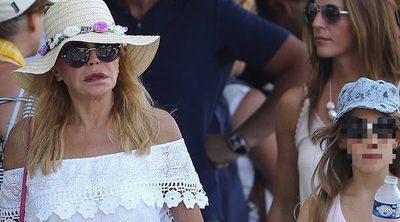 Tita Cervera, muy seria con sus hijas de vacaciones en Saint Tropez