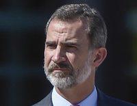 El Rey Felipe interrumpe sus vacaciones privadas para homenajear a las víctimas del atentado de Barcelona