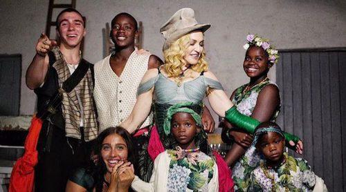 Madonna posa por primera vez con sus 6 hijos para celebrar su 59 cumpleaños