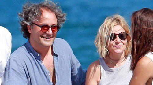 Eugenia Martínez de Irujo disfruta de las vacaciones con Narcís Rebollo y en familia en Ibiza