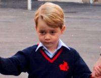 El Príncipe Jorge, muy serio y formal en su primer día de colegio en Thomas's Battersea