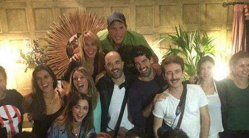 El divertido reencuentro de los actores de 'Al salir de clase' para celebrar los 20 años del estreno