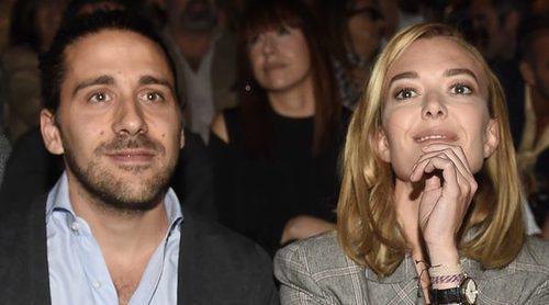 Marta Ortega disfruta junto a Carlos Torretta por primera vez de un desfile de su suegro Roberto Torretta