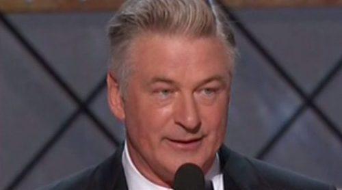 Alec Baldwin dedica su Emmy 2017 a Donald Trump: 'Señor Presidente, aquí está su Emmy'