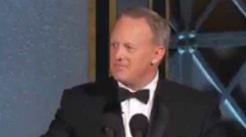 Sean Spicer, exjefe de prensa de Donald Trump, se parodia a sí mismo en los Emmy 2017