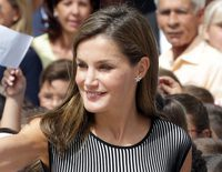 La Reina Letizia conquista a los alumnos de un colegio de Tenerife en la apertura del Curso Escolar 2017/2018