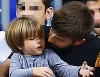 Gerard Piqué, todo un padrazo con sus hijos Milan y Sasha en el baloncesto mientras Shakira trabaja