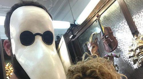 Gerard Piqué y Shakira se preparan para Halloween al más puro estilo de los carnavales de Venecia