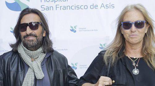 Antonio Carmona recibe el alta hospitalaria acompañado de su mujer Mariola Orellana