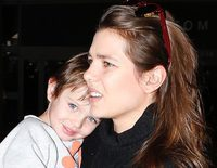 Carlota Casiraghi viaja con su hijo Raphaël y Dimitri Rassam a Los Angeles, la ciudad en la que fue feliz con Gad Elmaleh
