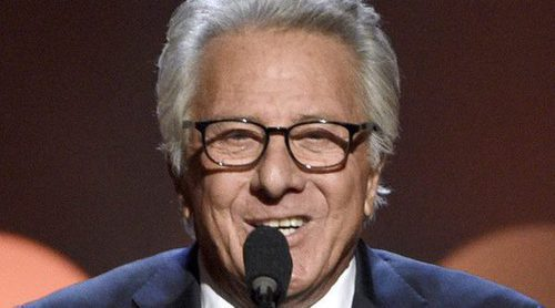 Dustin Hoffman reaparece sonriente en los Hollywood Film Awards tras la acusación de acoso sexual