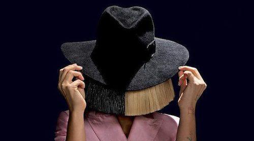 Sia publica una imagen completamente desnuda para evitar que un paparazzi la venda
