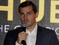 Iker Casillas gana el Golden Foot Award 2017 ante la admiración de Sara Carbonero