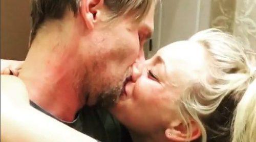 Kaley Cuoco se compromete con su novio Karl Cook: así ha sido la romántica pedida de mano