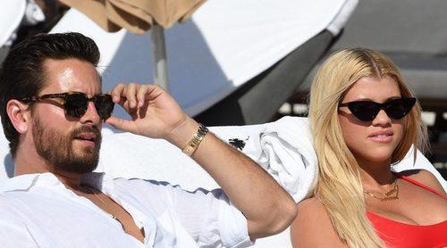 Sofia Richie y Scott Disick disfrutan juntos de unos días de calorcito en la playa de Miami